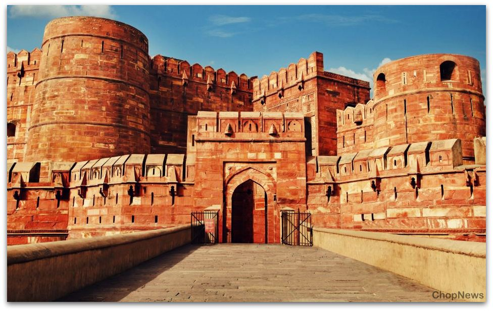 agra a world famous tourist spot Agra holds a remarkable place in the world tourism map by its top attractions as it is home to one of the seven wonders of the world, taj mahal and many other world heritage sites.