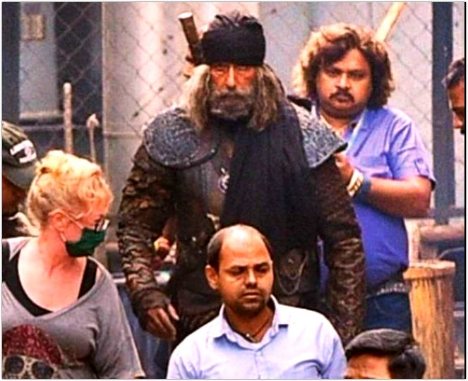 amitabh bachchans look leaked from thugs of hindustan